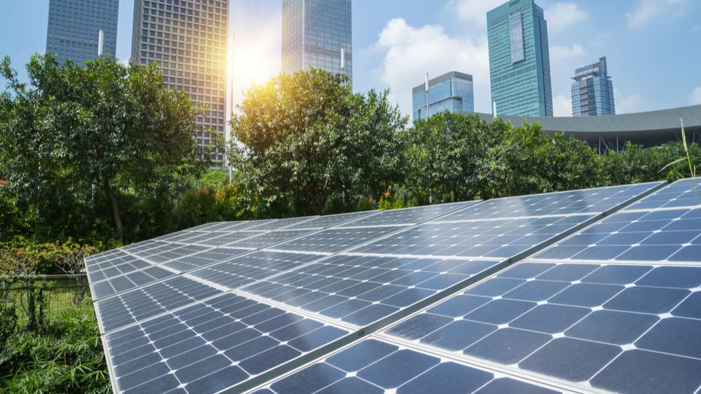 Derfor lønner det seg å investere i solceller i næringsbygget